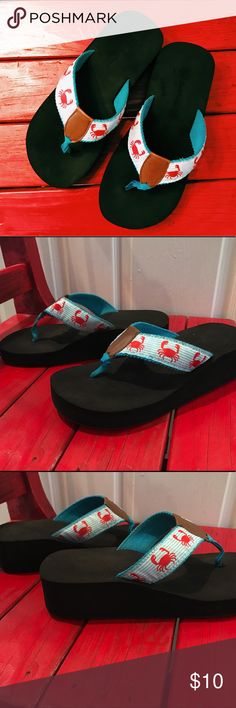 🦀 SunDance Crab Flip Flops 🦀 Gently used SunDance crab flip flops-- There is not a size on these, but I wear a 6.5 to 7. When I try these on they seem to be a little bigger, so I'm thinking these are a 7.-- red/blue/white-- minor signs of wear (see pictures) SunDance Shoes Sandals