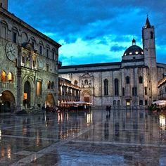 L'elegante Piazza del Popolo di #Ascolipiceno.