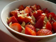 oatmeal with strawberries and silvered almonds