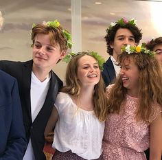 Anne With an E cast members Gilbert Blythe, Anne Shirley, Jonathan Crombie, Netflix Series, Series Movies, Movies Showing, Movies And Tv Shows, Amybeth Mcnulty, Gilbert And Anne