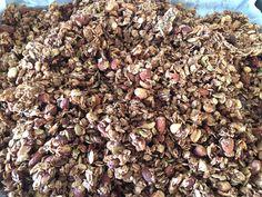 Heerlijk crunchy #granola van #havermout en #havervlokken met #walnoten, #hazelnoten, #paranoten, #amandelen, #pinda's, #zonnebloempitten, #pompoenpitten, met #cacao en een vleugje #kaneel.