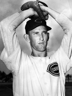 Day 30: Ewell Blackwell, six-time Reds' All-Star. Photo: The Reds' Ewell Blackwell in 1953. Enquirer file photo