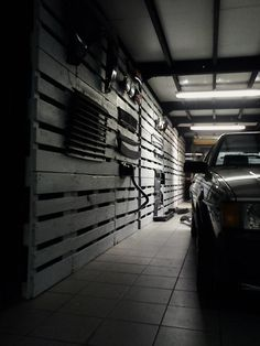 Pallet wall for a garage