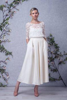 BIANCA // Robe de mariée courte top en dentelle manches 3/4