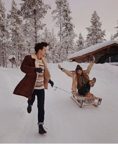 Ideas for Christmas photo shoot for girls - Ideas for Christmas photo shoot for girls, winter photo shoot for couples, snow, snow photo shoot f - Winter Photography, Couple Photography, Photography Poses, Winter Couple Pictures, Winter Pictures, Cute Relationship Goals, Cute Relationships, Photo Couple, Couple Shoot