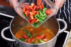 Gulasz węgierski- przepis krok po kroku - przepisy.pl Thai Red Curry, Salsa, Ethnic Recipes, Food, Essen, Salsa Music, Meals, Yemek, Eten