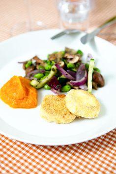 Polentapanerad getost, pumpapure och smörfrästa grönsaker