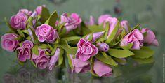 Венок с бутонами роз из фоамирана.