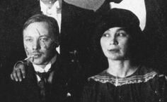 Natalia Gonczarowa and Michaił Łarionow  were prominent figures in the pre-Revolutionary  Moscow avant-garde, Gonczarowa was a radical both in art and life.  She and Łarionow lived together for decades as an unmarried couple.  (They finally married in 1955 )