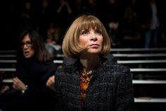 Μια ιδιαίτερα αρνητική εμφάνιση της Άννα Γουίντουρ και όσα είδαμε στην επίδειξη του οίκου Chanel - http://ipop.gr/themata/eimai/mia-idietera-arnitiki-emfanisi-tis-anna-gouintour-ke-osa-idame-stin-epidixi-tou-ikou-chanel/