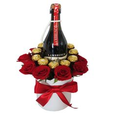 Love toast- Brindis de amor wine and base - Valentines Day Baskets, Valentines Day Party, Valentine Day Gifts, Candy Bouquet Diy, Food Bouquet, Valentine's Day Gift Baskets, Flower Box Gift, Chocolate Bouquet, Handmade Christmas Decorations