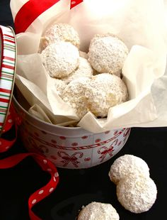 Butrcreamblondi: Walnut Kiss Cookies