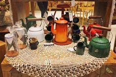 Muitos utensílios de ferro esmaltado para você arrasar na hora de servir um café para as visitas! |Veja onde adquirir nossas peças em http://www.fuchic.com.br/#!enderecosfuchic/cq3z  //   Many glazed iron utensils for your coffee time with visits! | See where to get our products: http://www.fuchic.com.br/#!enderecosfuchic/cq3z  #fuchic #nafuchictem #lojafuchic #fuchicmarketplace #marketplace @marketplace #shoppingmarketplace #utensílios #artepopular #artepopularbrasileira #brasil #brazil