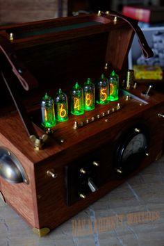 Dieselpunk WW2 radio style nixie clock.