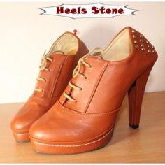 Heels Stone. Desain klasik bernilai seni tinggi membuat sepatu High Heels ini diminati oleh banyak orang