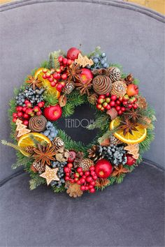 Rustic Natural Fruits Wreath Winter Decoration Easy tips for How to Decorate a Christmas wreath. This is a wonderful way to add charm to your holiday on a budget! Diy Christmas Decorations For Home, Christmas Centerpieces, Holiday Decor, Winter Decorations, Rustic Christmas, Christmas Crafts, Christmas Ornaments, Rustic Winter Decor, Deco Nature