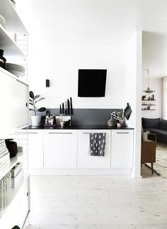 black & white interior designs home design design Black Kitchens, Home Kitchens, Kitchen Black, Modern Kitchen Design, Interior Design Kitchen, Küchen Design, House Design, Design Ideas, Cuisines Design