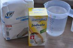 Salzteig ist so einfach gemacht und es kann doch so viel schief gehen. Mit diesem Rezept seid Ihr auf der sicheren Seite ;)