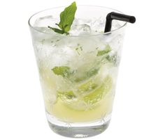 When a decanter of booze is sensing overweight in the dog times of summer months, look for the minty jeez of a fresh mojito which will help you. Titos Vodka Recipes, Lime Drinks, Virgin Mojito, Mint Mojito, Mojito Recipe, Non Alcoholic Drinks, Appetizers For Party, Summer Drinks, Cocktail Recipes
