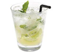 Förfriskande och vacker alkoholfri drink, suverän törstsläckare på varma sommardagar! Mynta och lime ger denna Virgin Mojito dess karaktär och club soda sätter prägel med bubblor och fräscha smaker.
