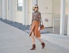 Ankle Boots With Jeans, How To Wear Ankle Boots, Wedge Ankle Boots, Wedge Booties Outfit, Simple Outfits, Cute Outfits, Sweater Layering, How To Wear Scarves, Best Jeans