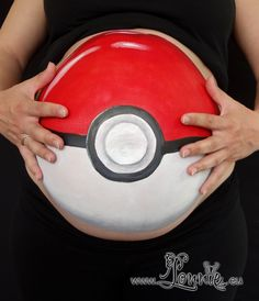 Belly painting with a Pokeball by Lonnies ansigtsmaling - Babybauch - Schwangerschaft - pregnant babybelly - Babyzimmer Newborn Pictures, Maternity Pictures, Bump Painting, Pregnant Belly Painting, Pregnant Halloween Costumes, Belly Art, Baby Boy Themes, Baby Belly, Baby Bumps