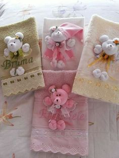 Toallas Sewing For Kids, Baby Sewing, Towel Crafts, Birthday Photography, Art N Craft, Doll Quilt, Welcome Baby, Baby Decor, Burp Cloths
