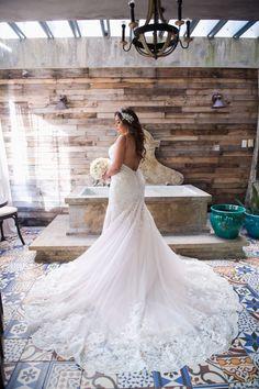 d6ac98be4e Hermosa Boda Moderna en Centro de Convenciones Los Paseos. Bridal prep at  Olive Boutique ...