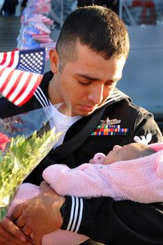 Sailor Stuardo Juarez meets his infant daughter. | 48 Servicemen Meeting Their Children For The First Time