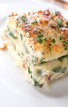 Creamy Chicken Florentine Lasagna with Two Cheeses, Baby Spinach and Crispy Bacon (recipe) / by Ingrid Beer (Baby Spinach Recipes) Chicken Alfredo Spinach, Chicken Alfredo Lasagna, Spinach Lasagna Rolls, Cheese Lasagna, Dinner Entrees, Creamy Chicken, I Love Food, Food Dishes, Main Dishes