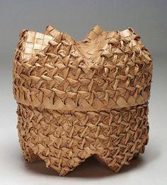 Lidded basket from the Philippines   Vegetable fiber