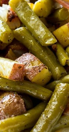 Country Ranch Green Beans and Potatoes have lots of crumbled bacon and ranch seasoning mixed in for a truly flavorful southern side. Pair this delicious veggie side dish with chicken, steak, or pork. Side Dish Recipes, Veggie Recipes, Healthy Dinner Recipes, Great Recipes, Cooking Recipes, Canned Vegetable Recipes, Canned Green Bean Recipes, Beans Recipes, Easy Steak Recipes