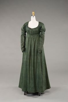 Gown Date: ca. 1800 Place of origin: Textile: United Kingdom; Garment: U… 1800s Dresses, Day Dresses, Cotton Gowns, Empire, Regency Dress, Regency Era, 19th Century Fashion, How To Dye Fabric, Embroidery Dress