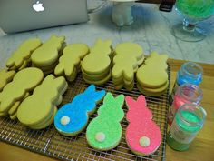 a quick and easy way to decorate #Easter Bunny cut out cookies!