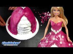 Inšpirujte sa týmto videopostupom, kde sa dozviete ako sa robí Barbie torta. Najskôr si upečte bábovku, pripravte si krém, marcipán, pomôcky na dozdobenie torty a bábiku.