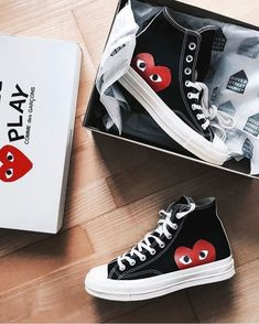 Converse all star chuck taylor high cdg black/red Dr Shoes, Hype Shoes, Me Too Shoes, Shoes Sneakers, Shoes Heels, High Top Sneakers, Tenis Tipo All Star, Look Patches, Cdg Converse