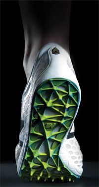 New Balance uses EOS industrial 3D-printing technology to additively manufacture individualized spike plates that improve runner performance.