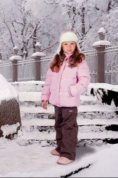 Зимняя одежда должна быть не только красивой, но и добротной. Особенно важно хорошо утеплить ребенка, так как от этого зависит его здоровье. Детские пуховики и куртки должны быть непромокаемы, непродуваемы и долговечны. Мы производим теплые и практичные детские куртки, пуховики, детские зимние полукомбинезоны, детские непромокаемые штаны, шапки. Также у нас представлены полукомбинезоны подростковые для детей постарше.