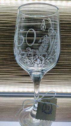 Ručne gravírovaná čaša s rastlinným motívom a nápisom 50 Glass Engraving, Wine Glass, Tableware, Handmade, Dinnerware, Hand Made, Tablewares, Dishes, Place Settings