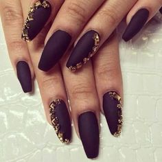 black nails and rhinestone. niceeee