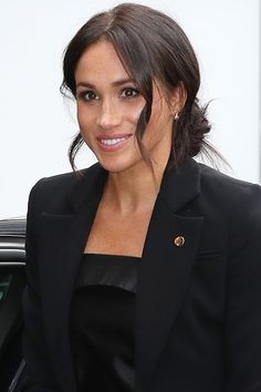 The Duchess of Sussex Meghan Markle wearing a power suit by Altuzarra and a blouse by Deitas. Estilo Meghan Markle, Meghan Markle Style, Princess Meghan, Prince And Princess, Diana, Meghan Markle Wedding Dress, Sussex, Kate And Meghan, Prince Harry And Megan