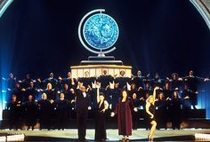 A Tony Opening from the 2000 Tony Awards, featuring Jesse L. Martin, Megan Mullally, host Rosie ODonnell, and Jane Krakowski (l. to r.).