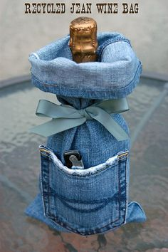 I think it's safe to say that you own at least 1 pair of denim jeans, right? Unfortunately, those jeans won't last forever. So here are 33 cool ways to reuse those denim jeans instead of just throwing them away. Wine Bag Source: My Soulful Home Diy Jeans, Jean Crafts, Denim Crafts, Gift Bags, Lv Bags, Tote Bags, Jean Diy, Artisanats Denim, Denim And Diamonds