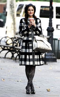One of my fashion icons is Gossip Girl's Blair Waldorf, played by Leighton Meester. She rocks the NYC winter chic so well Gossip Girls, Mode Gossip Girl, Estilo Gossip Girl, Gossip Girl Outfits, Gossip Girl Fashion, Blair Fashion, Blair Waldorf Outfits, Style Blair Waldorf, Blair Waldorf Estilo