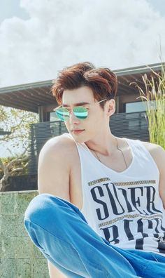 """Actor Lee Jong-suk will endorse eyewear brand Vedi Vero starting Thursday.Lee, who recently returned to the spotlight on the back of popular fantasy TV series """"W,"""" will represent the sunglasses brand throughout the second half of this year. Kang Chul, Hyun Suk, Choi Seung Hyun, Lee Jong Suk Hot, Lee Jung Suk, Suwon, Asian Actors, Korean Actors, L Kpop"""