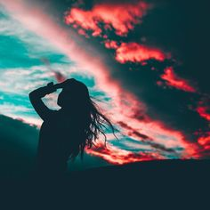 girl, sky, and photography image Photos D'ombre, Cool Photos, Amazing Photography, Portrait Photography, Nature Photography, Aesthetic Photo, Aesthetic Pictures, Silhouette Photography, Shadow Pictures