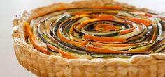 La torta salata rappresenta una preparazione estremamente versatile ed apprezzata. In genere, è piuttosto semplice da realizzare e la si può servire come aperitivo,antipastoosecondo piatto oppure addirittura gustare a merenda. Come ogni torta, la si può personalizzare attingendo ai propri gusti ed alla propria fantasia. Per preparare una torta salata alle zucchine e carote vegana occorrono: - 300g di farina integrale - 400g di zucchine - 400g di carote - 30g di maizena - 30g di mandorle…