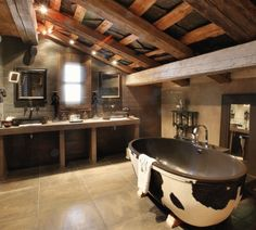 10 ways to get the modern rustic lodge look Western Bathrooms, Rustic Bathrooms, Modern Bathroom, Bathroom Ideas, Attic Bathroom, Luxury Bathrooms, Guys Bathroom, Bathroom Interior, Barn Bathroom