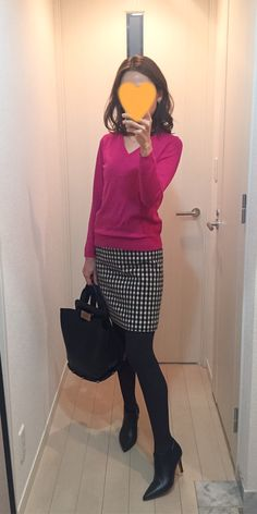 Pink knit: MACPHEE, Skirt: MACKINTOSH PHILOSOPHY, Bag: ZAC Zac Posen, Pumps: Fabio Rusconi