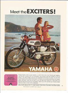 1968 annonce moto Yamaha 125 Twin Scrambler des années 60 rouge plage Bikini Couple murale Art déco